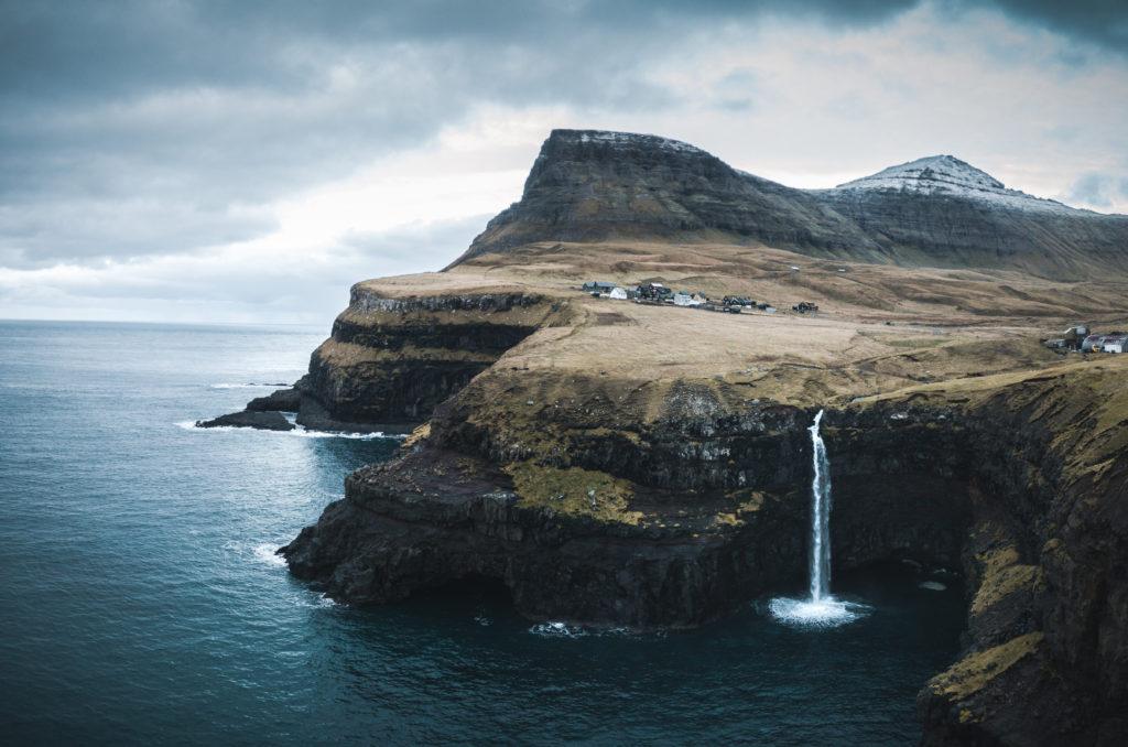 Faerské ostrovy - vodopád Gásadular