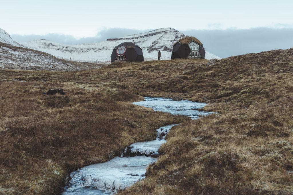 Faerské ostrovy - domčeky nad fjordom na ostrove Eysteroy