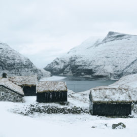 Faerské ostrovy - múzeum v dedinke Saksun tvorené pôvodnými obydliami Vikingov