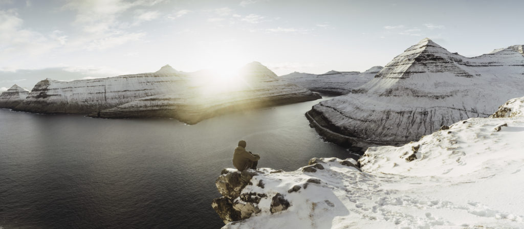 Faerské ostrovy - Východ slnka nad dedinou Funningur