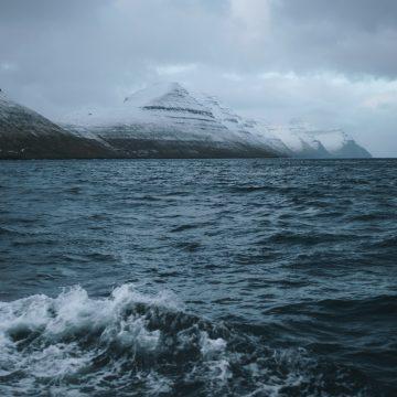 Faerské ostrovy - výhľad na ostrov Kalsoy, prezývaný flauta