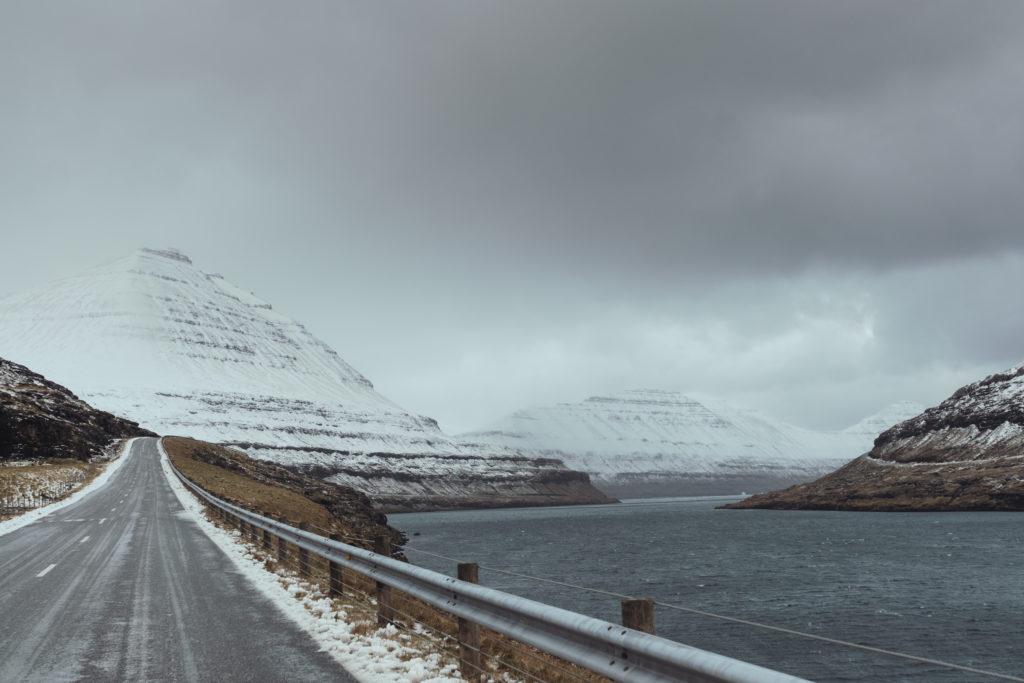 Faerské ostrovy - dlhé fjordy pozdĺž oceánu