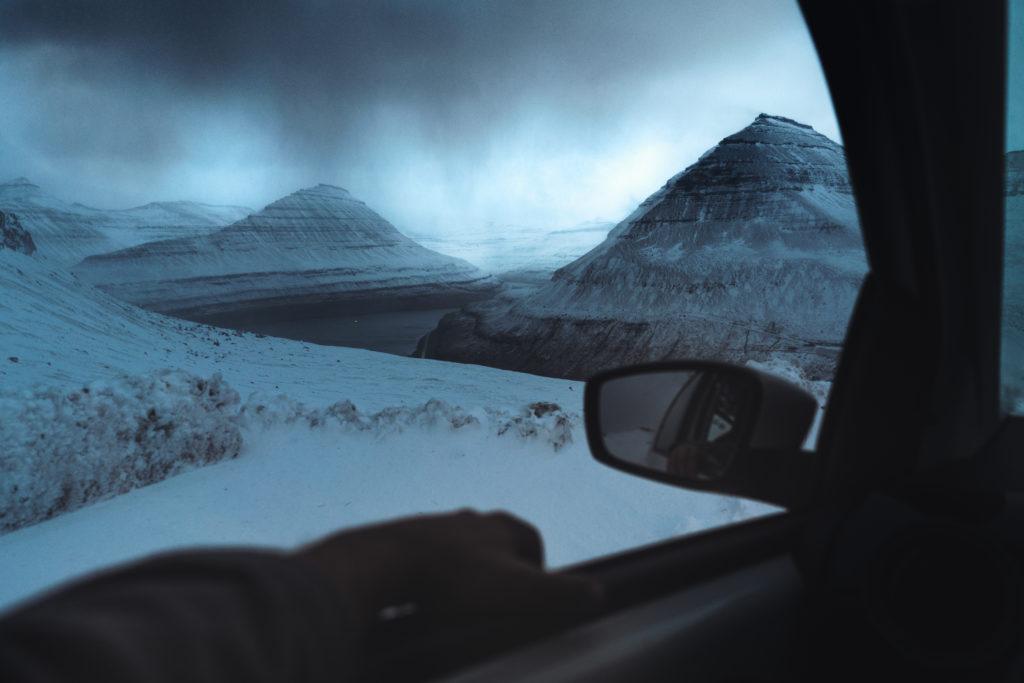 Faerské ostrovy - pohľad na ostrovy z auta