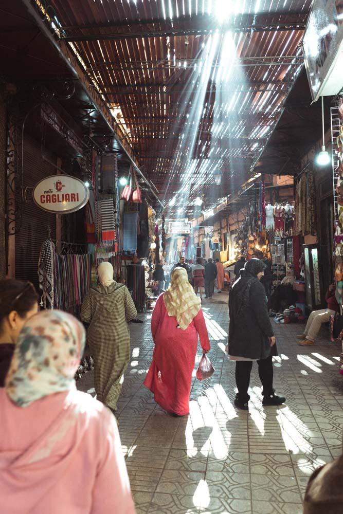 Obchodná ulička v Marakéši