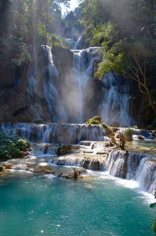 Luang poskytuje zážitok s Vodopádov Kuang Si Falls. Hlavný vodopád je vysoký až 60 metrov.