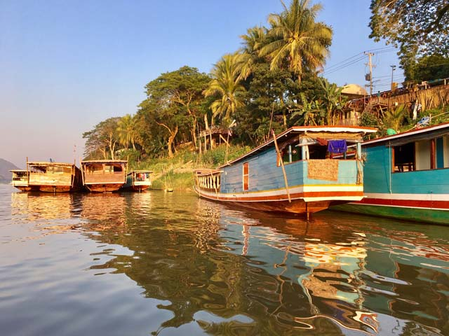 Plavba riekou, je v mestečku Luang zážitok