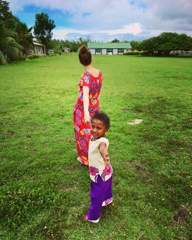 Nedeľa v dedine Naisisili