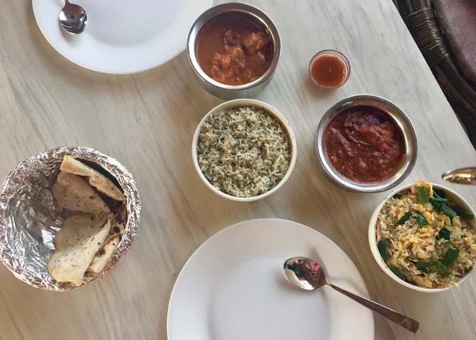 Momos sú plnené taštičky, ktoré sú charakteristickým jedlom na Goa