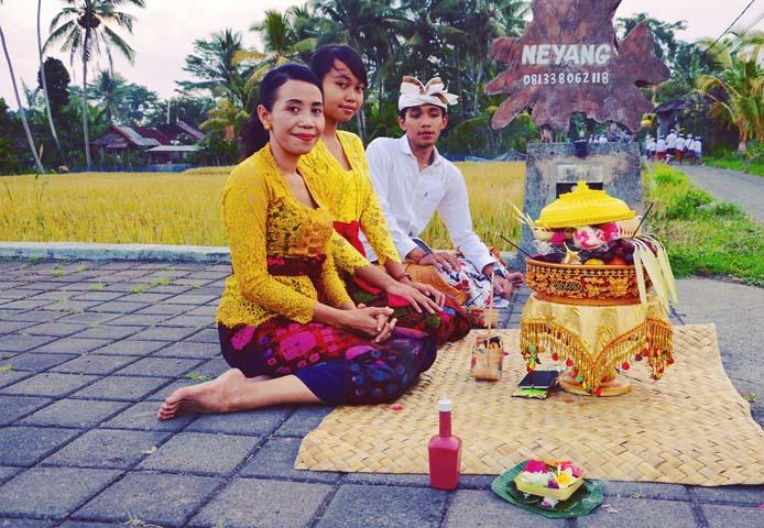 Turistický ruch je jedným z hlavných odvetví príjmu pre Bali.