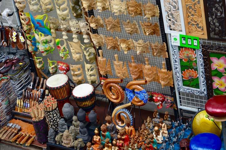 Market s ručne robenými dielami na Bali.