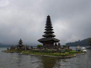 Na Bali je v decembri obdobie dažďov a v máji obdobie sucha.