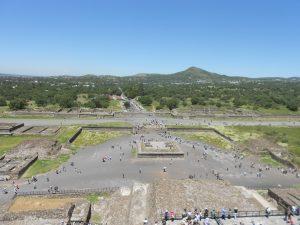 Mexiko: výhľad na pyramídy.