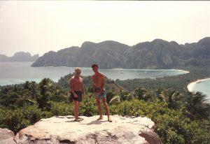 Ostrov Koh Phi Phi. Fotka z roku 1992 (Jon a Mark).