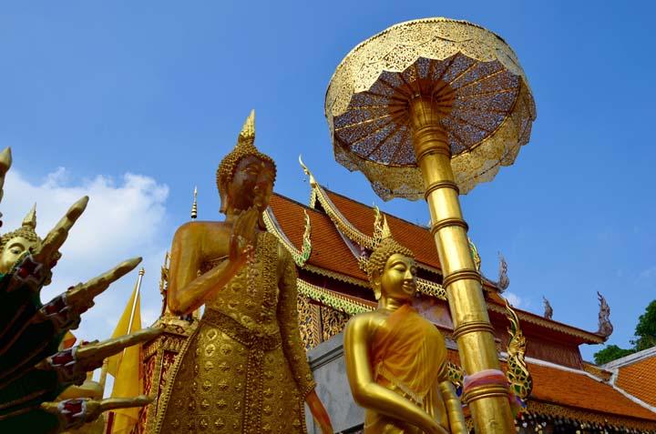 Zlatá výzdoba budhistického chrámu