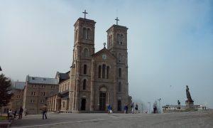 Každý deň máte v Notre Dame de la Salette rovnakú rutinu a váš život je úplne iný ako niekde inde.