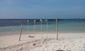 Ostrov Cilik je úplne prázdny, funguje na ňom iba jeden warung, kde si môžete zakúpiť iba nudlovú polievku