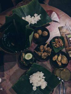 Tempe či nasi goreng je v podstate pražená ryža so zeleninou a kuracím mäsom. Ide o typické jedlo v Indonézii.