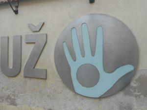 V roku 1998 rezidenti Užupisu spísali vlastnú ústavu a táto časť mesta má dokonca vlastnú vlajku či neoficiálnu menu.