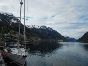 Trolltunga je asi najznámejšie miesto s ktorým sa stretnete, ak sa rozhodnete pre Nórsko. Ide o skalnatý výbežok, ktorý vyzerá ako jazyk.