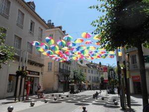Najbližšie mesto Gap sa nachádza od kláštora Notre Dame de la Salette asi hodinu autom.