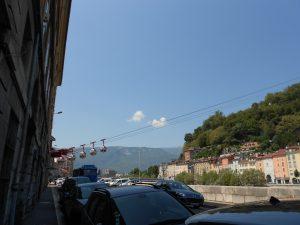 Grenoble, často nazývaný aj ako hlavné mesto Álp