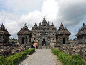V Yogyakarte sa nachádza okrem najznámejších chrámov Borobudur a Prambanan aj nespočet ďalších menších chrámov.