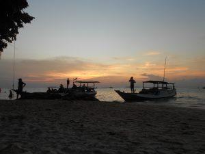 Sunset beach je pláž s najkrajším západom slnka na Karimunjawe.