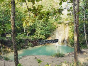 Počas obdobia dažďov, ktoré je približne od októbra do marca sa v okolí Yogykarty nachádza mnoho krásnych vodopádov.