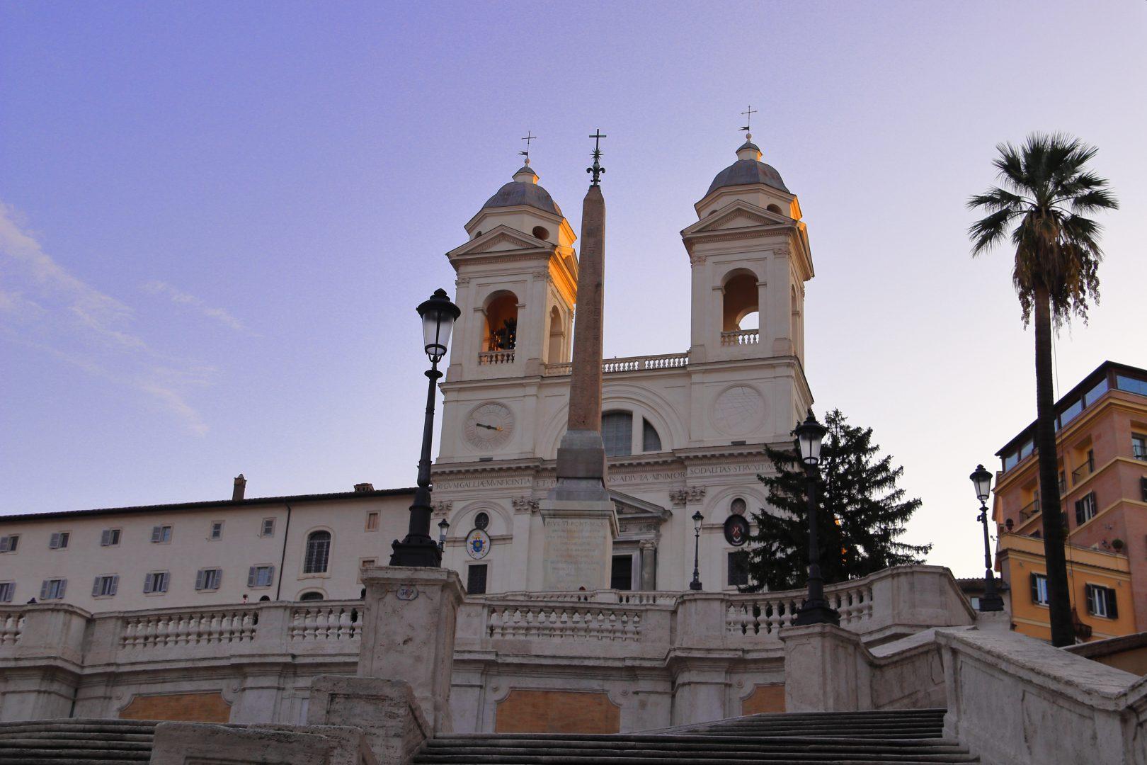 Približne 170 schodov má symbolizovať mier medzi Francúzskom a Talianskom