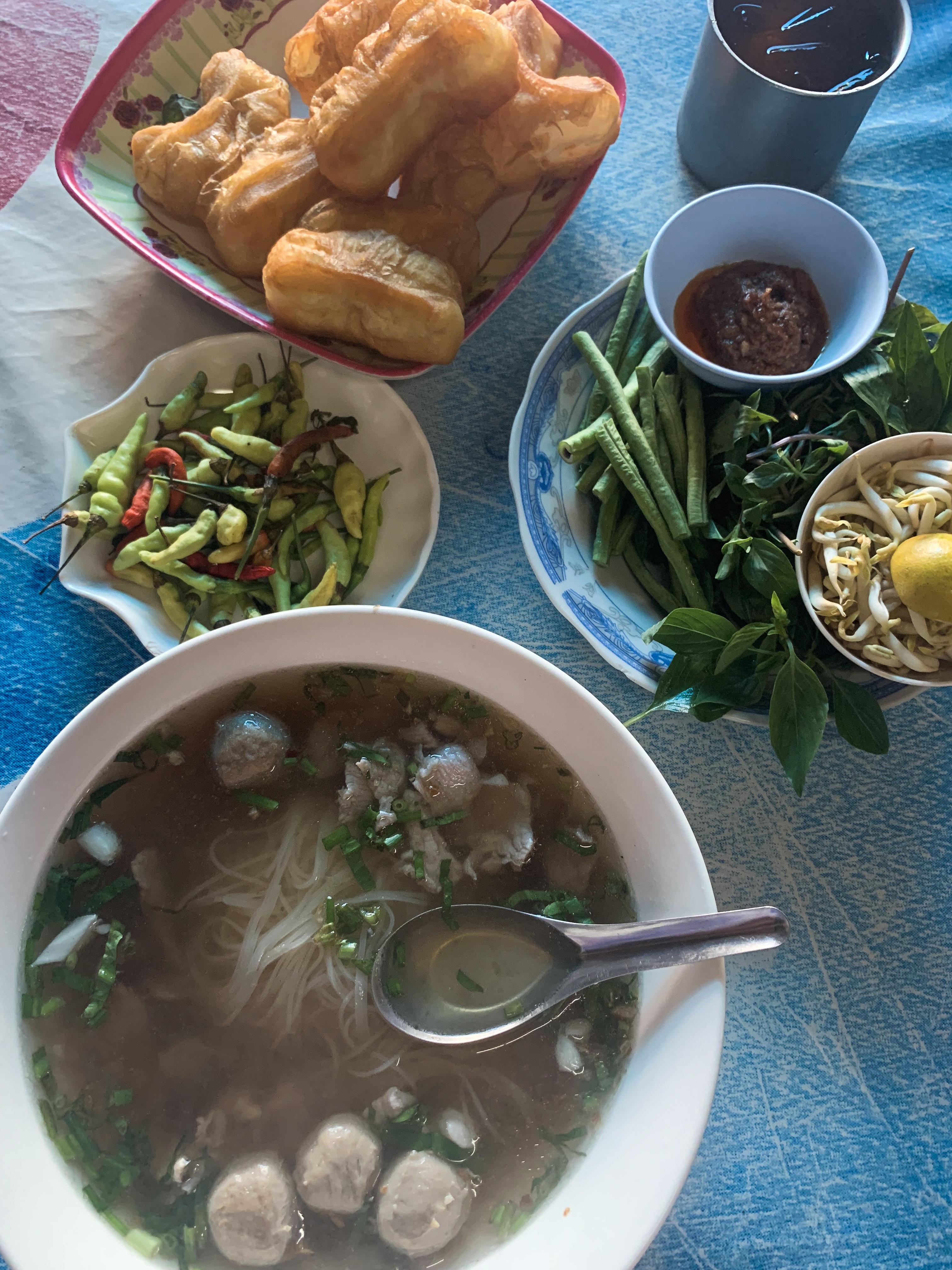 Laoská polievka Noodle soup