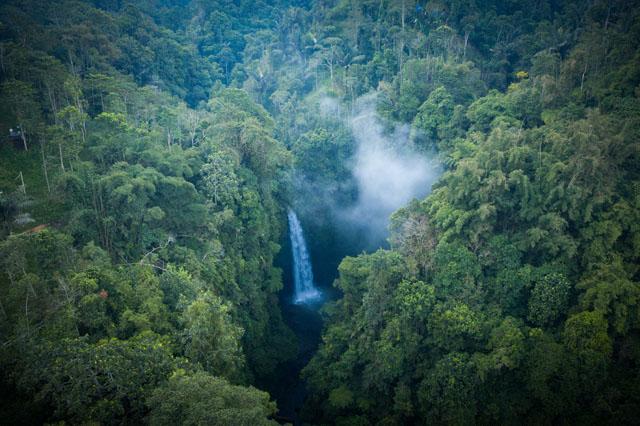 Vodopád NungNung na Bali