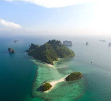 Ostrovy porozhadzované v mori