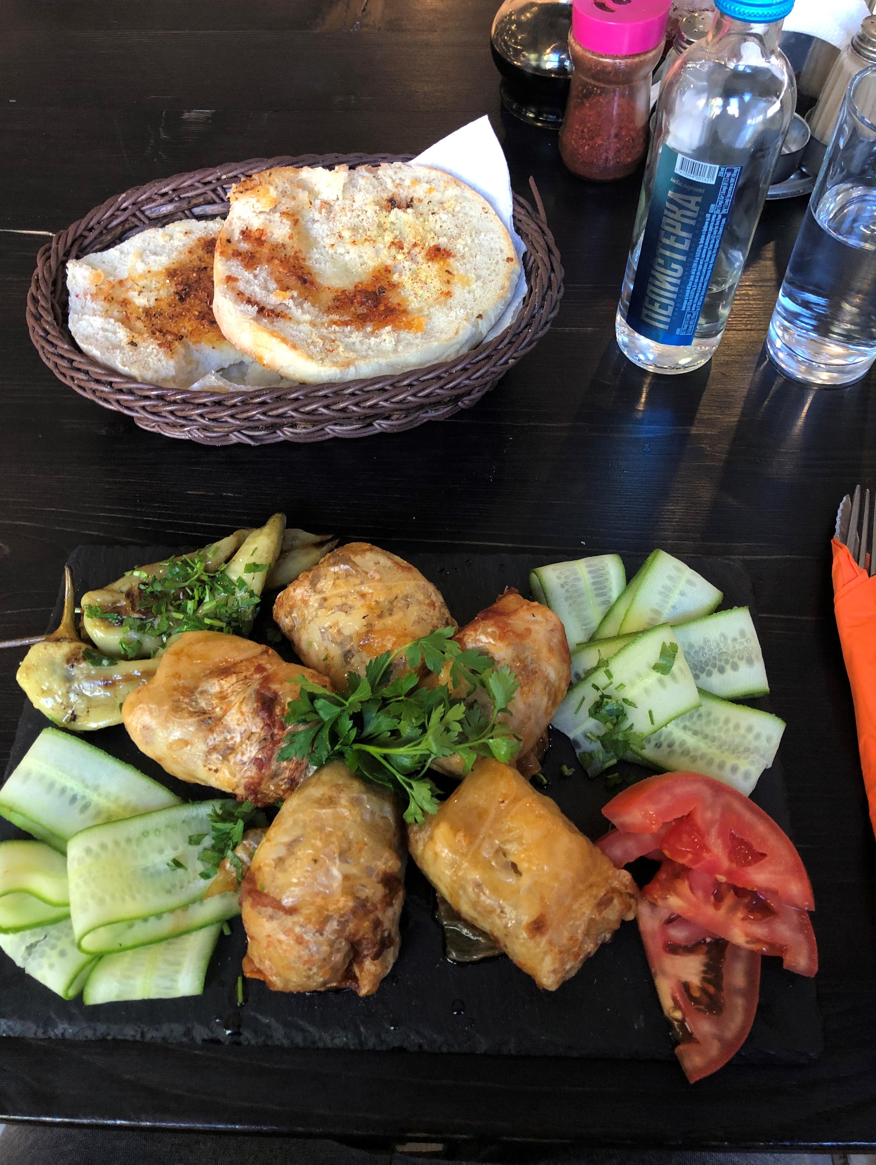 Severné Macedónsko: jedlo Sarma, podobné našej plnenej paprike