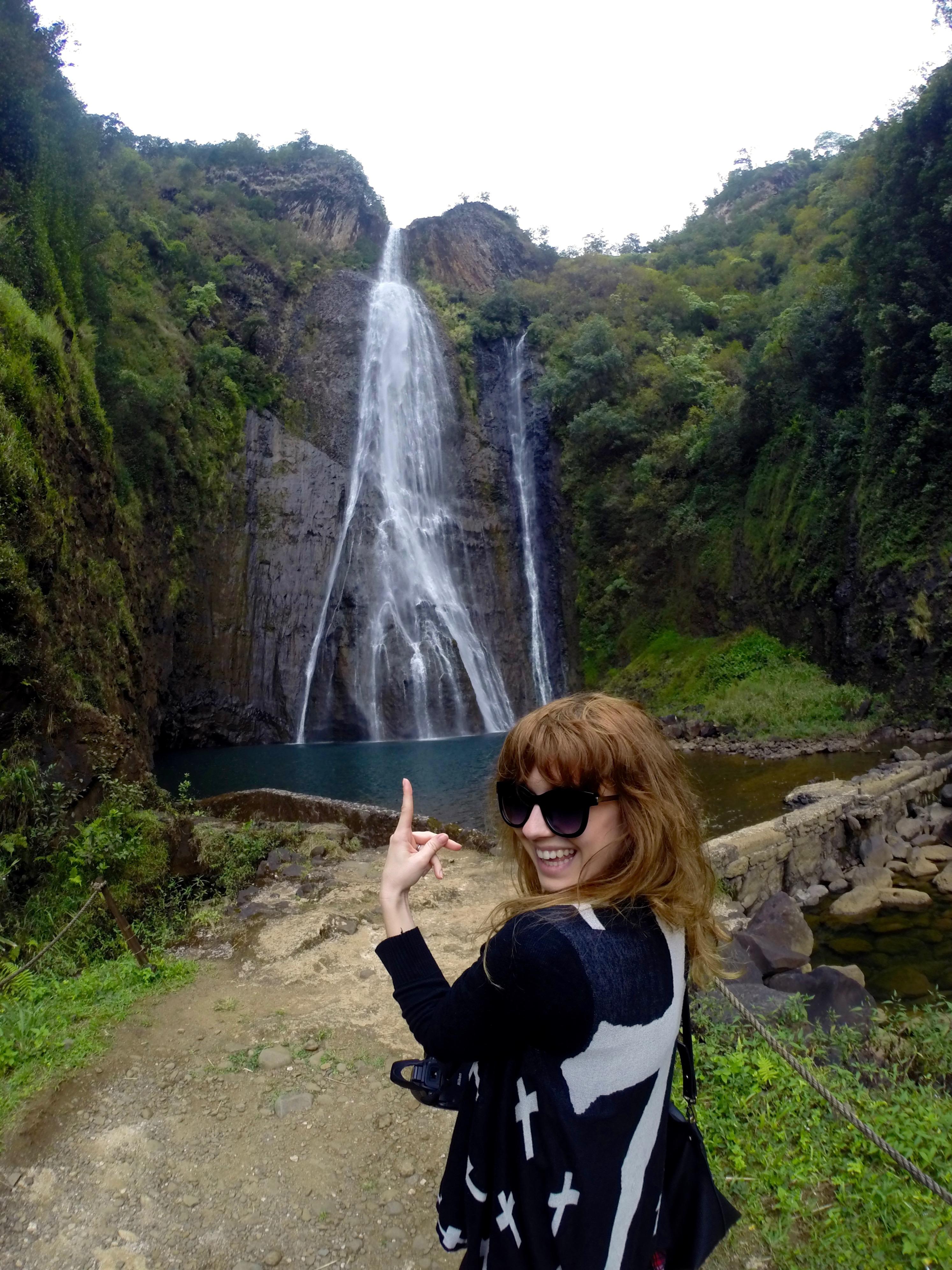 vodopád Manawaiopuna, ktorý je známejší ako Jurassic Park waterfall