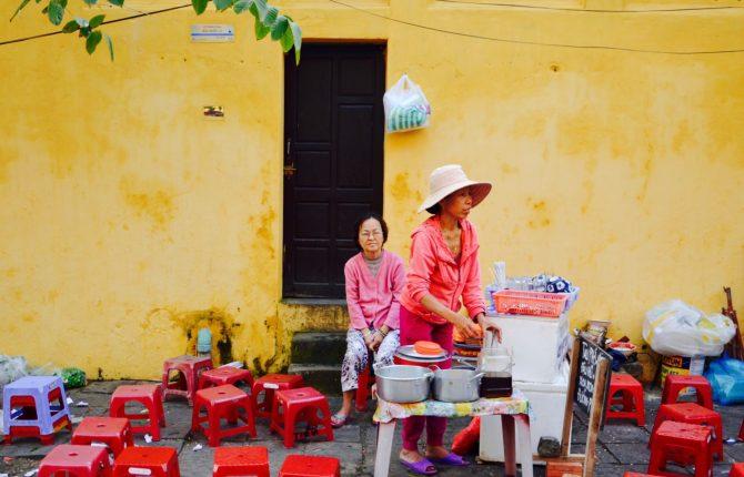 obyvatelia v mestečku Hoi An
