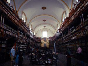 Puebla: Biblioteca Palafoxiana,
